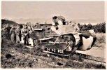 Renault FT dummy tank van de 1e Stormschool op de Waalsdorpervlakte. Fotocollectie NMM.jpg